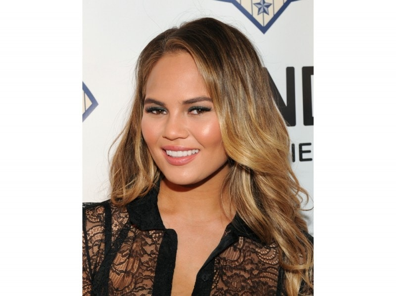 chrissy-teigen-make-up-01