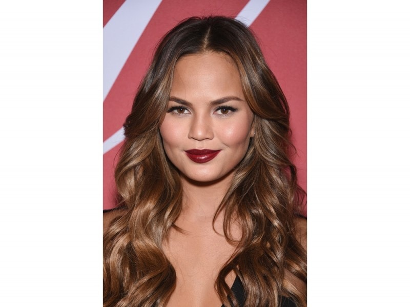 chrissy-teigen-make-up-02