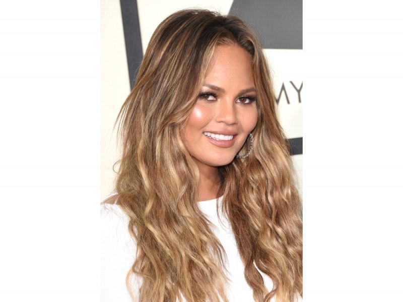 chrissy-teigen-make-up-03