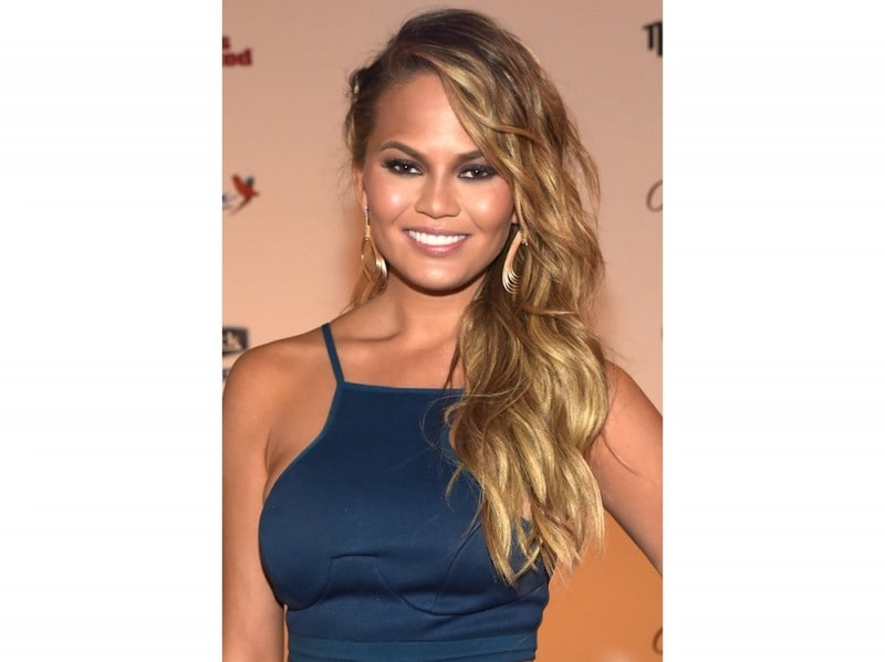 chrissy-teigen-make-up-04