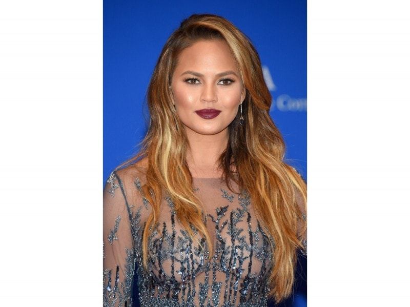 chrissy-teigen-make-up-06
