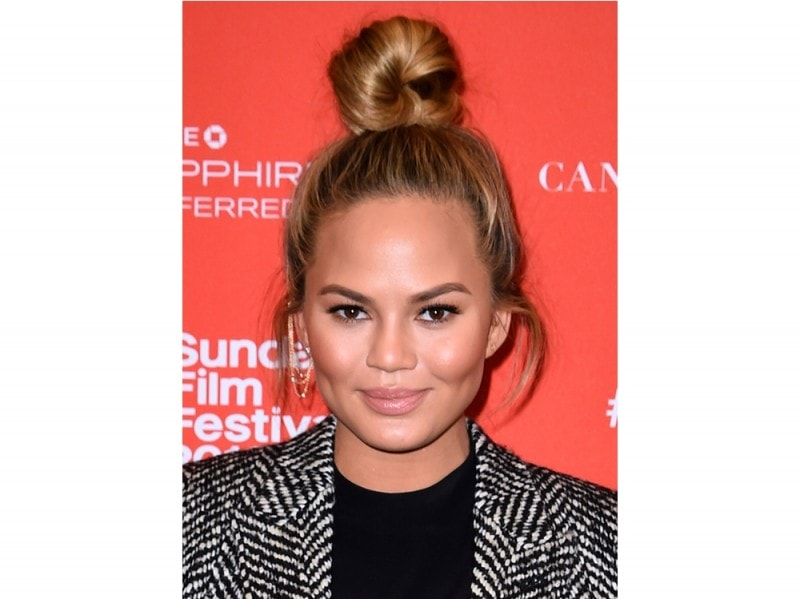 chrissy-teigen-make-up-07