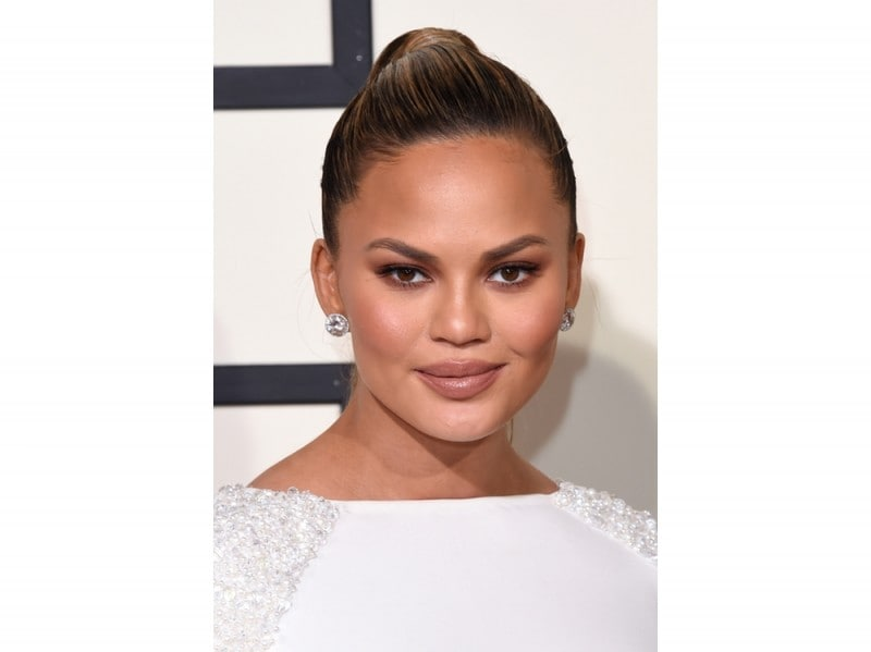 chrissy-teigen-make-up-08
