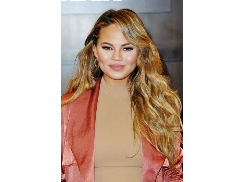 chrissy-teigen-make-up-09