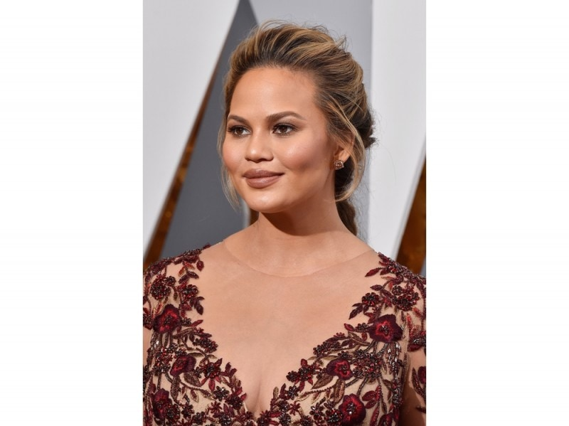 chrissy-teigen-make-up-10