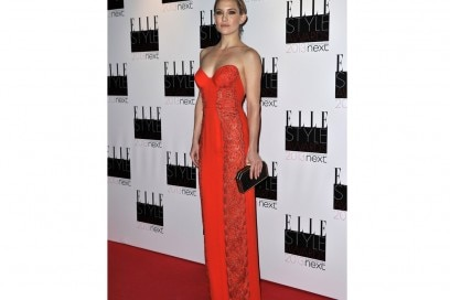 kate-hudson-strapless-dress-rosso-stella-mccartney