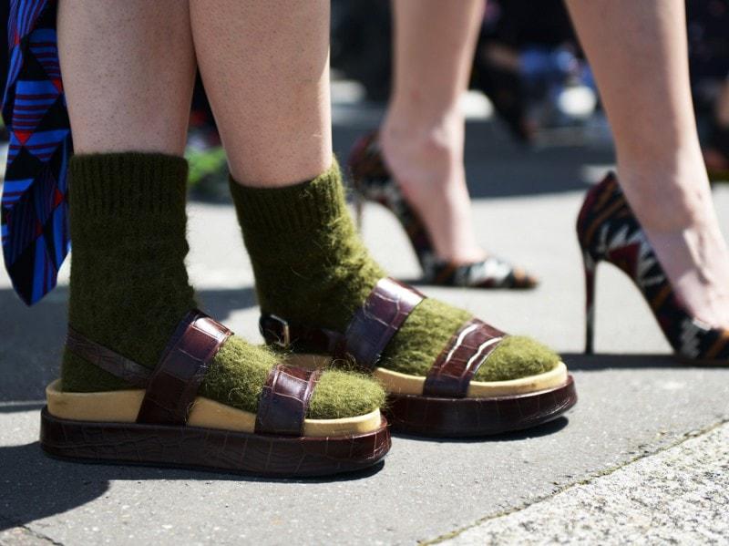 parigi-uomo-4-2017-calzini-lana-sandali