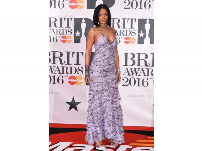 rihanna-ai-brit-awards-olcyom
