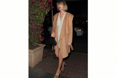 taylor-swift-cappotto-beige-olycom