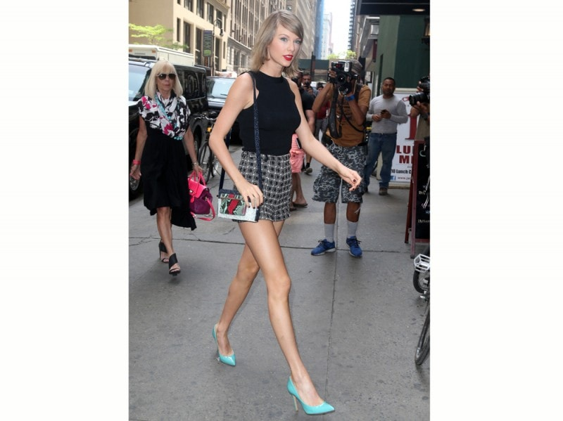 taylor-swift-decollet-azzurre-olycom