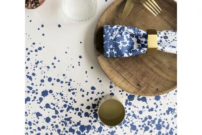 6.tovaglia-cotone-bianco-pois-blu-ferm-living-estate-2016-idee-tessile-casa