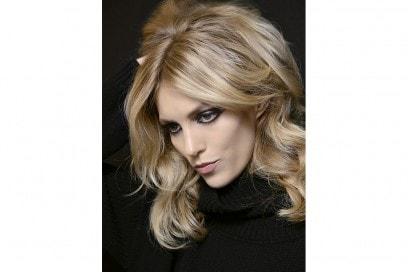 Elie-Saab-capelli-biondo-cenere