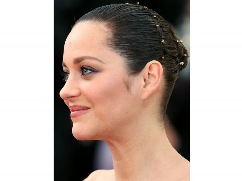 I-capelli-raccolti-delle-star-Marion-Cotillard