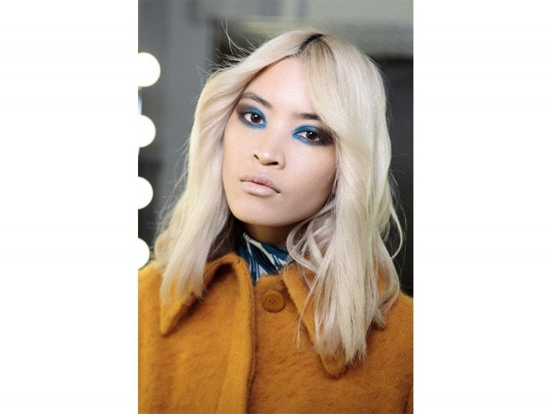 Karen-Walker-capelli-biondo-cenere-midi