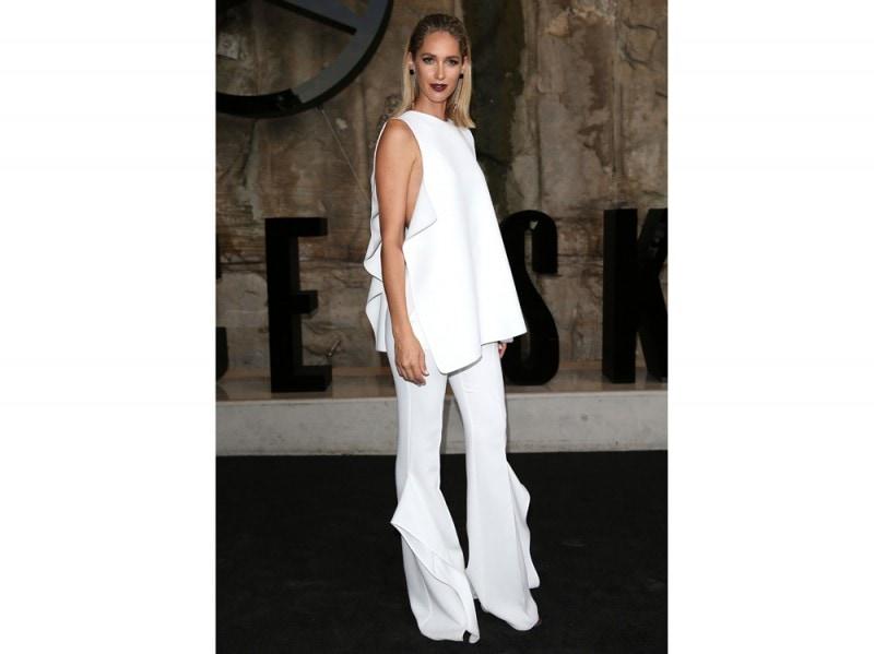 Nikki-Phillips-pantaloni-bianchi