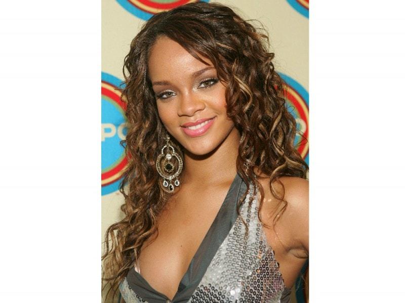 rihanna-capelli-evoluzione-hairstyle-2005