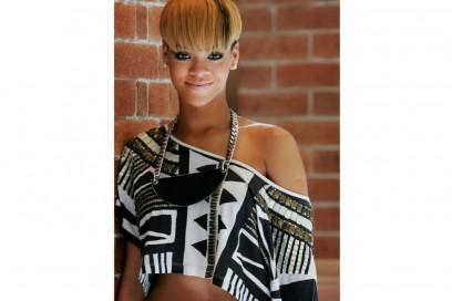 rihanna-capelli-evoluzione-hairstyle-2010
