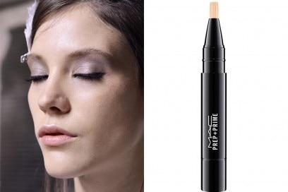 come-coprire-le-occhiaie-con-il-trucco-correttore-prep-prime-mac-cosmetics