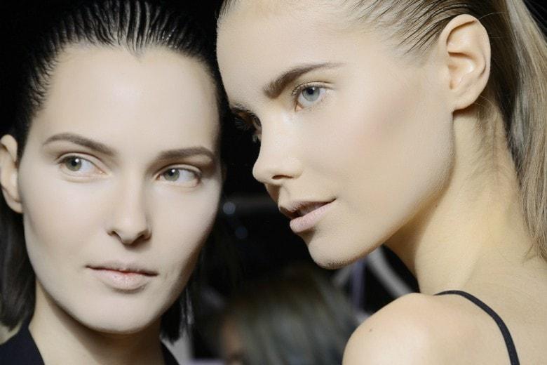 Obiettivo pelle perfetta con fondotinta e correttori: guida all'uso