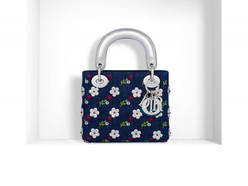 lady-dior-con-fiori-e-manici-argento