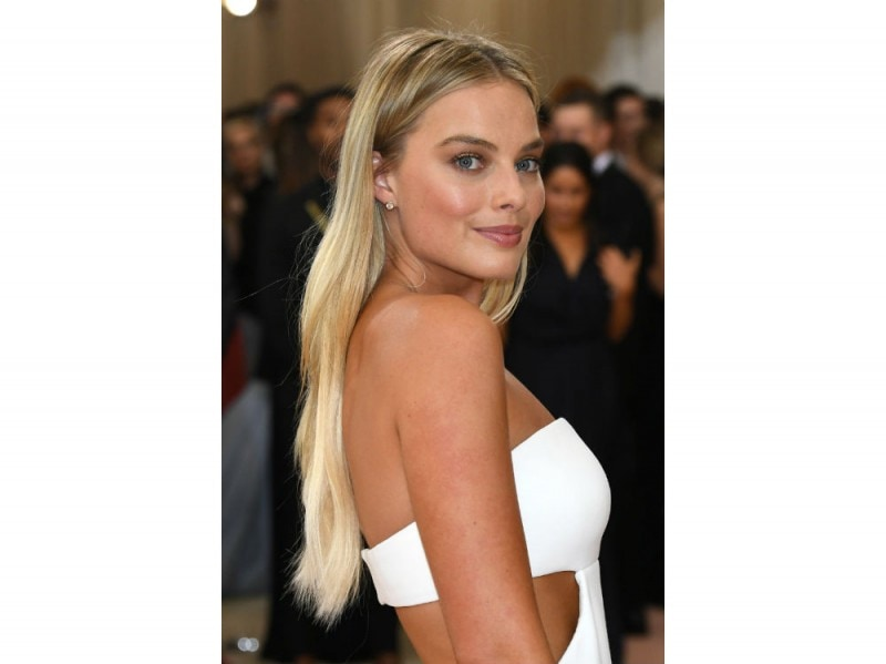 margot robbie beauty look (3)