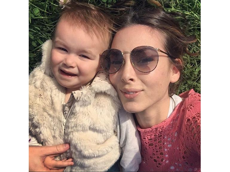 micol olivieri occhiali sole figlia