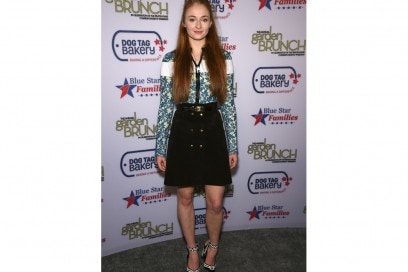 sophie turner gonna e maglia fiori getty images