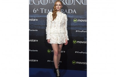 sophie turner louis vuitton look bianco getty