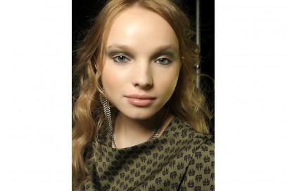 trucco-occhi-verde-sfumato-Mara-Hoffman