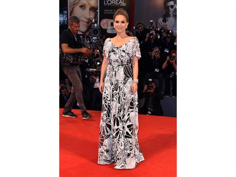 natalie-portman-red-carpet-venezia
