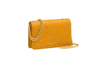 pochette-gialla-borchie