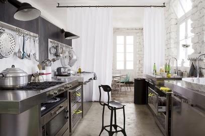 8.come-arredare-una-casa-piccola-cucina-zona-pranzo-filtro-tenda-trasparente