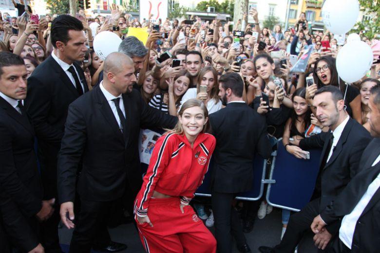 Gigi Hadid a Milano per presentare la collezione TommyXGigi