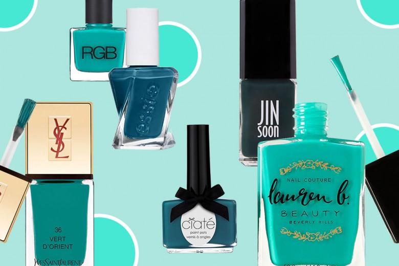 Smalto verde petrolio: il colore del momento per le vostre unghie