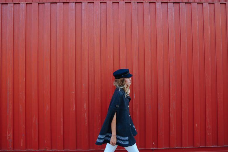 Chiara Capitani interpreta la collezione di Gigi Hadid x Tommy Hilfiger