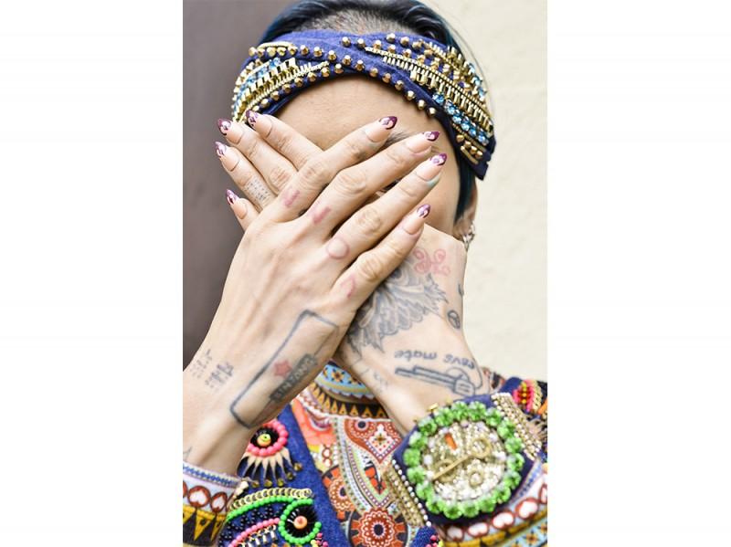 french manicure rivisitata Manish-Arora_nls_W_F16_PA_001_2364377