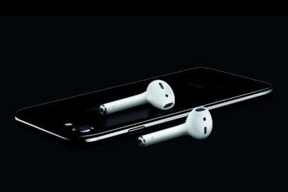 Ecco iPhone 7: cinque colori e addio cavo delle cuffie