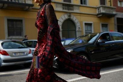 milano-street-style-day-3-abito-rosso-lungo
