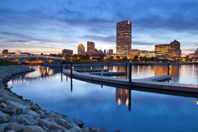 01City of Milwaukee skyline