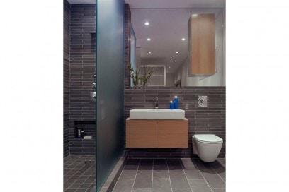 13-vado-a-vivere-con-lui-ingresso-bagno-da-usare-in-due-contemporaneamente