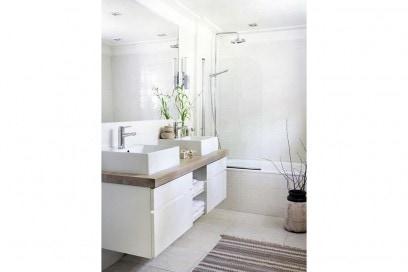 14-vado-a-vivere-con-lui-ingresso-bagno-doppio-lavandino-cassettiera-porta-oggetti