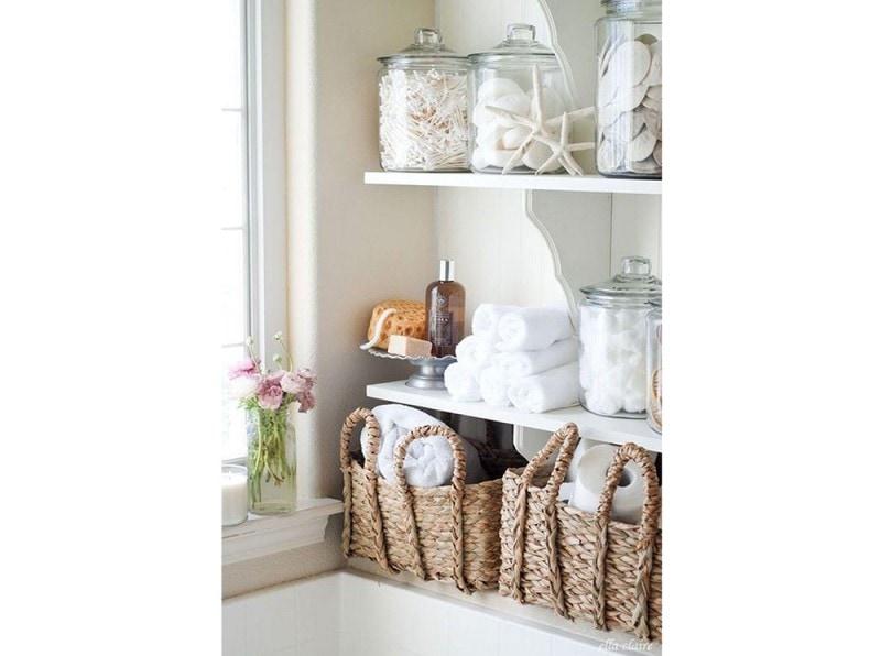 14.vado-a-vivere-da-sola-dettagli-bagno-vasi-in-vetro-porta-oggetti