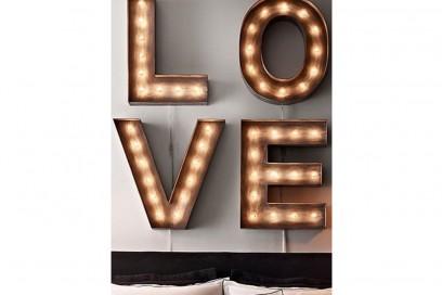 15-vado-a-vivere-con-lui-scritta-neon-love-a-parete