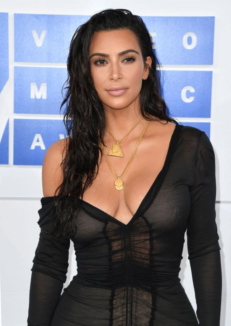 Kim-Kardashian-altezza
