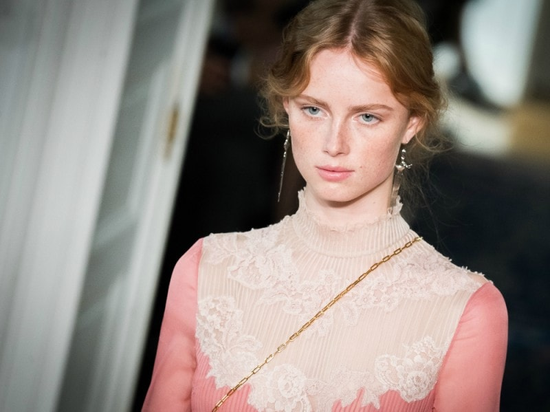 getty-valentino-pfw-ss2017-beauty-look