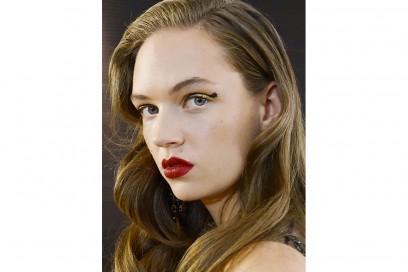 10 trucchi per le feste eyeliner glitter oro elie saab