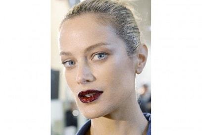 10 trucchi per le feste labbra glitter atelier versace