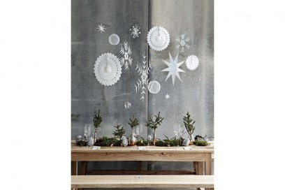 15-Natale-minimal-chic-come-decorare-la-casa-decori-appesi-in-carta