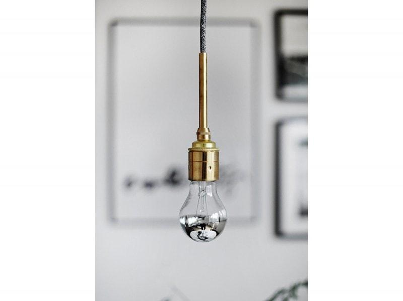 15-mobili-specchianti-specchio-lampada-bulbo