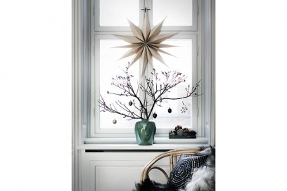 6-Natale-minimal-chic-come-decorare-la-casa-ramo-spoglio-decorazione-finestra